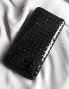 Duży czarny portfel SinSay...