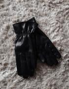 Skóropodobne czarne rękawiczki SinSay...