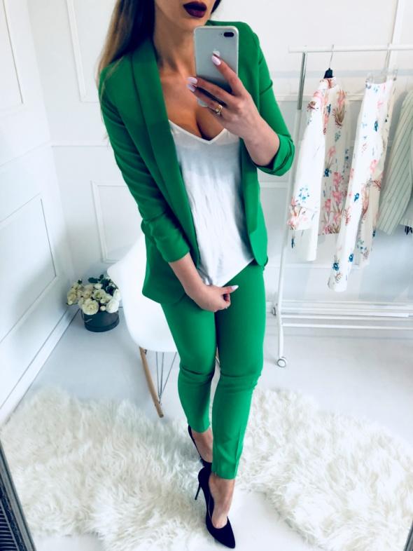 6a11335d23285 Piękny zielony garnitur S w Garsonki i kostiumy - Szafa.pl