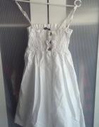Biała sukienka złote guziczki