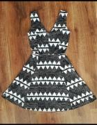 sukienka w czarno białe paski