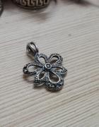 srebrna zawieszka kwiatuszek srebro oksydowane