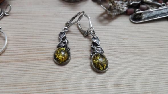 Kolczyki srebrne kolczyki z bursztynem i listkami