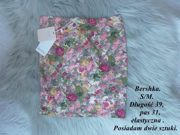 Spódnice Nowa spódniczka Bershka M S