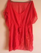 czerwona mgiełka z chusty