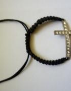 bransoletka czarna z krzyżem cyrkonii