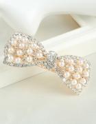 Efektowna spinka do wlosów z perelkami i cyrkoniami