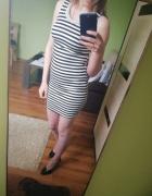 Sukienka biało czarna w paski