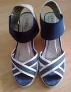 Diverse sandały na koturnie