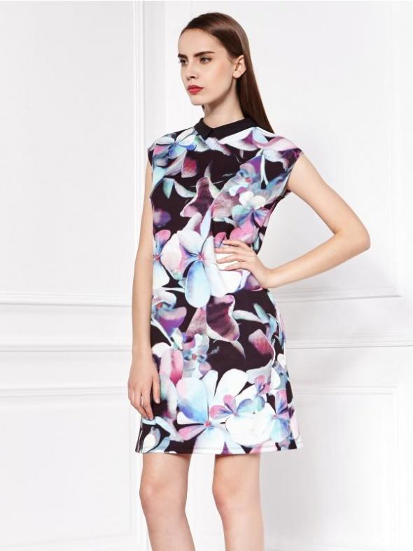Sukienka MOHITO w kwiaty...