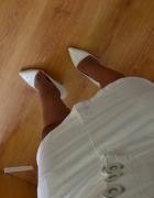Biała spódnica z wyższym stanem