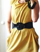 Brązowa sukienka z paskiem