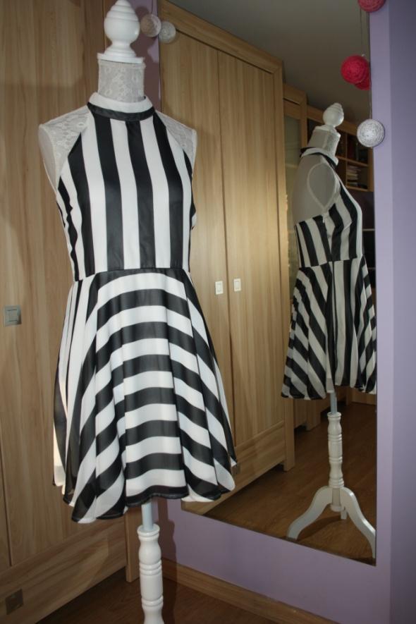 Suknie i sukienki Pasiasta sukienka