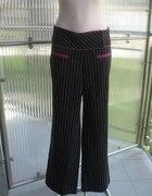 Eleganckie spodnie w paski z różowym wykończeniem