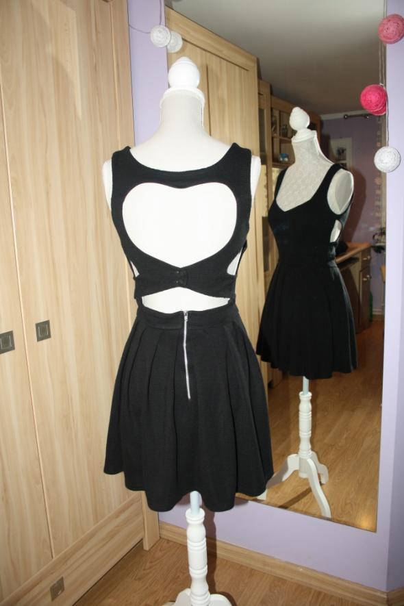 Suknie i sukienki Sukienka wycinana serduszko