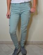 Oliwkowe spodnie Mohito