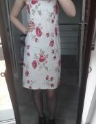 Biała sukienka w kwiaty