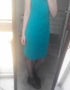 Turkusowa sukienka z wycięciem na plecach