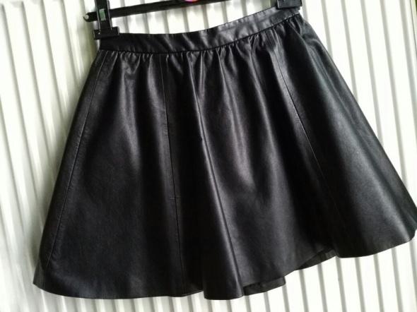 Skórzana spódniczka rozkloszowana H&M XS