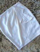 Zara biała z falbaną spódnica S