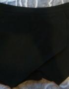 Czarne asymetryczne spodniczko spodenki na lato wakacje