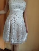 Śliczna biała sukieneczka...