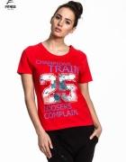 Czerwony t shirt z kwiatowym numerem 25
