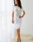Biała rozszerzana w biodrach tunika z cekinami