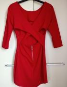 Czerwona sukienka z wycięciem...