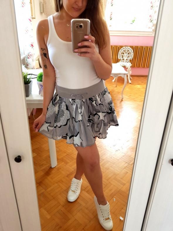 Spódnice Szara dresowa spódniczka H&M wzory S 36 falbanka