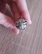Srebrny pierścionek ażurowa kula szarotki