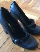 buty czarne z paseczkiem