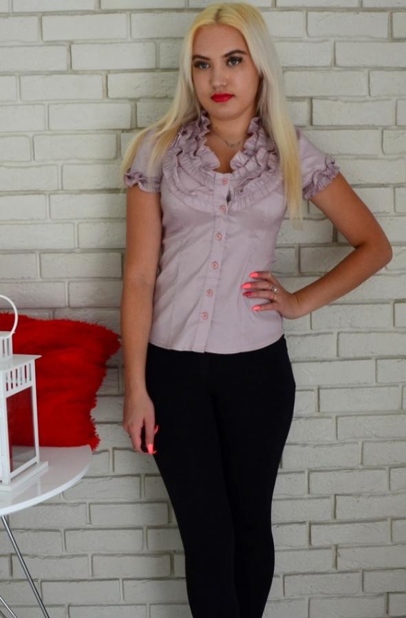 Koszule Wrzosowa elegancka koszula z żabotem