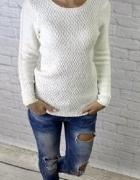 Śliczny gruby sweterek plecione rękawy złota nitka