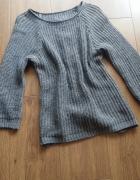 Sweterek z kokardkami z tyłu