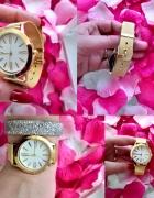 Zegarek z białą tarcza