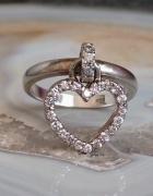 srebrny pierścionek WKruk ruchome serce