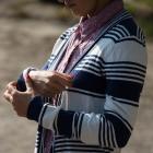 Rozpinany sweterek w paski SM