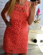 Koralowa sukienka w kwiatki Hollister S