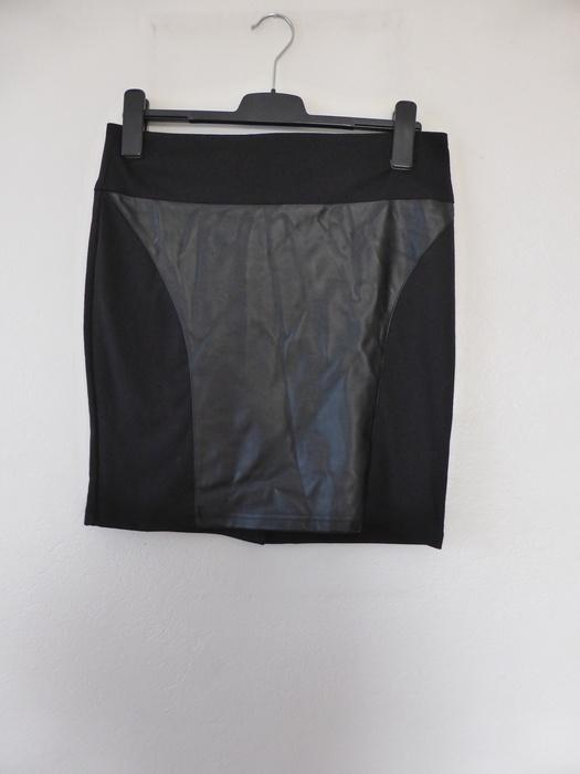 Spódnice Czarna spódniczka posiadające skórzane wstawki