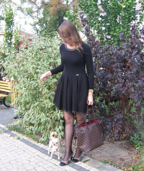 Okazja by o la la sukienka czarna rozkloszowana z tkaniny dresowej 38M