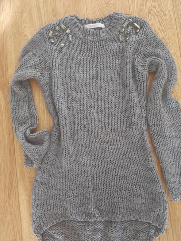 Sweter zdobienia...