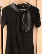 czarna bluzka z eleganckim kołnierzykiem orsay