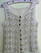 Ażurowa bluzeczka ręcznie robiona z guziczkami