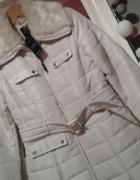Kurtka zimowa płaszcz puchowy M kremowy futerko nude