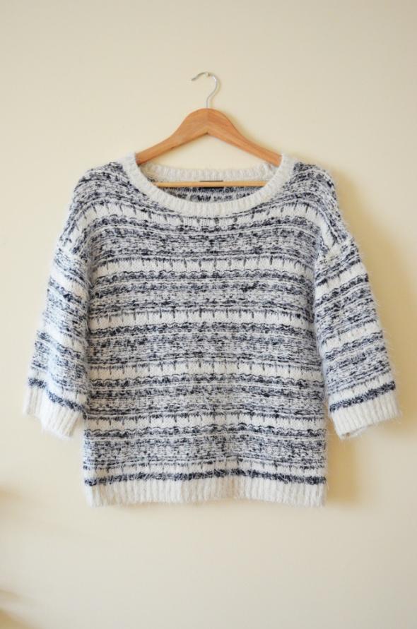 Ciepły miły włochaty kremowy sweter 42...