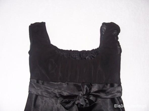 Czarna odcinana pod biustem...