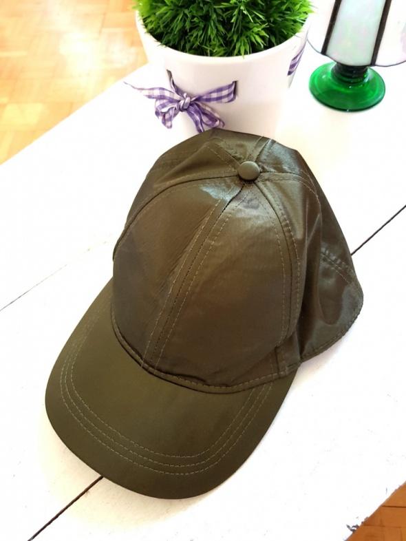 Zielona czapka z daszkiem khaki H&M daszek satyna