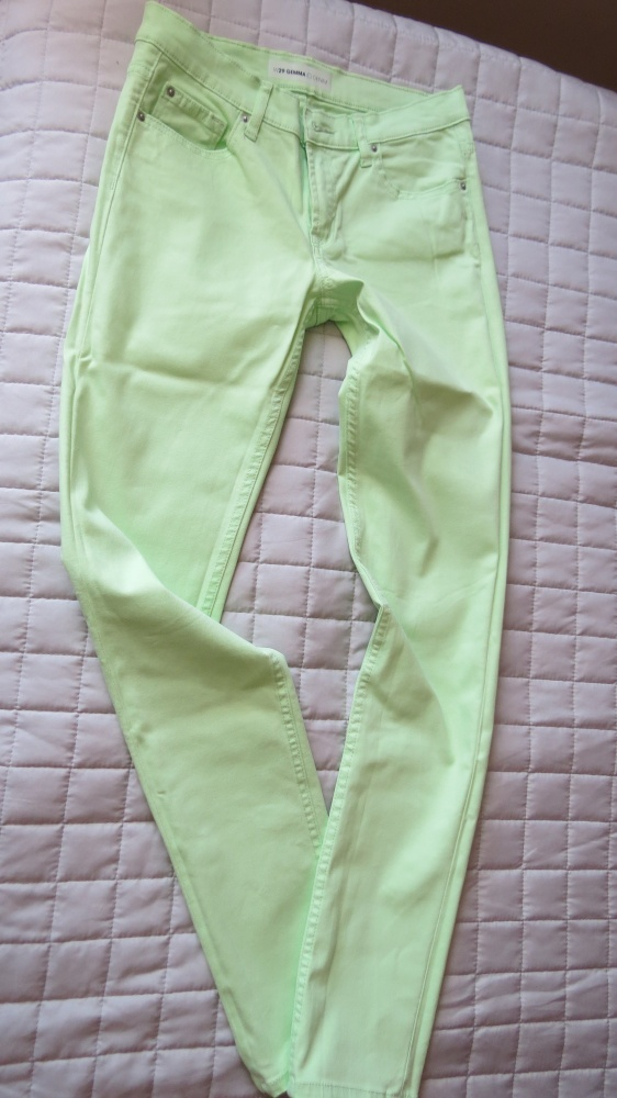 seledynowe letnie spodnie