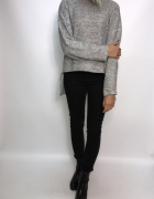 szary melnaż bluzeczka sweterek rozcięte plecy kok